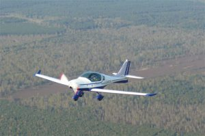 Kleinflugzeug Peregrine chartern bei der Flugschule Fläming Air